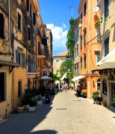 Grad Kerkira, Krf. Ulica u starom delu grada