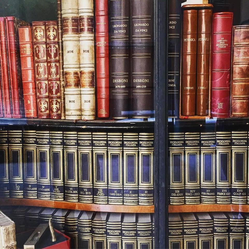 Bolonja, izlog jedne antikvarnice knjiga