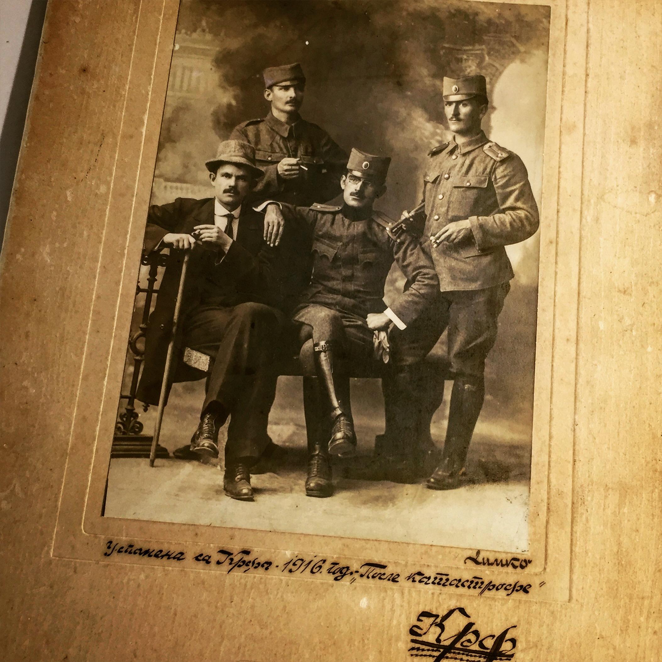 Uspomena sa Krfa 1916, posle katastrofe. Fotografija iz postavke Srpske kuće na Krfu