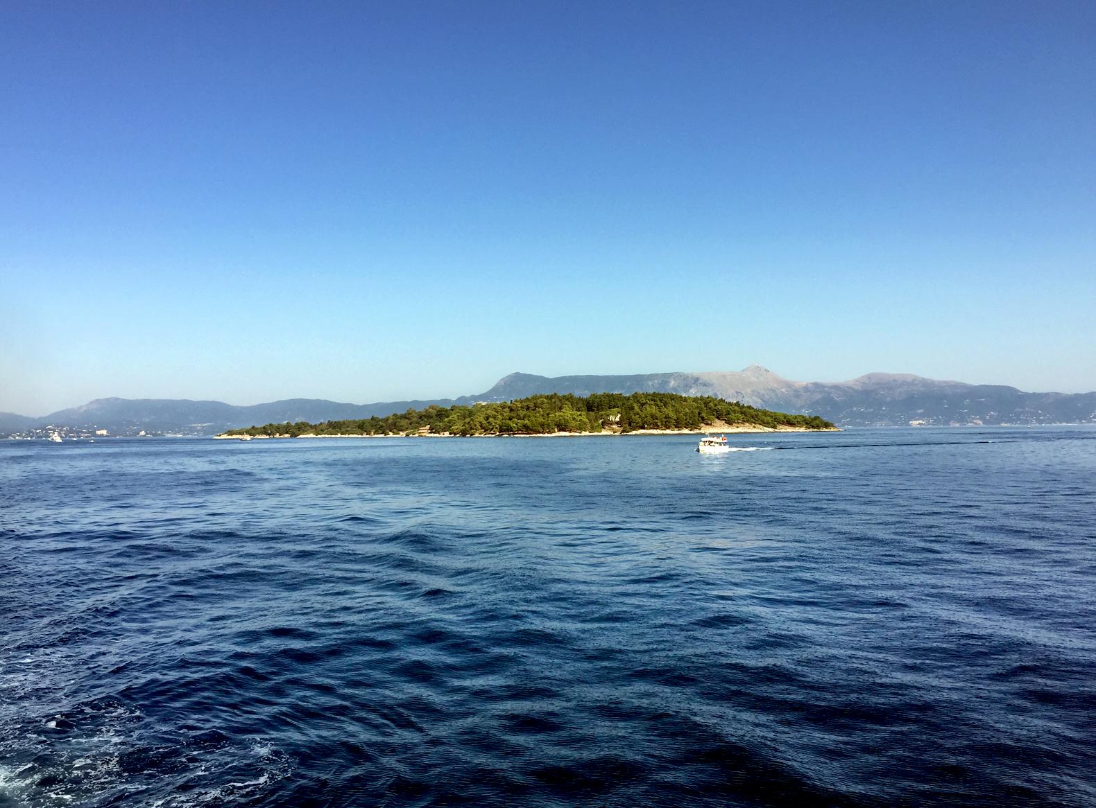 Pogled na Vido i Plavu grobnicu sa mora