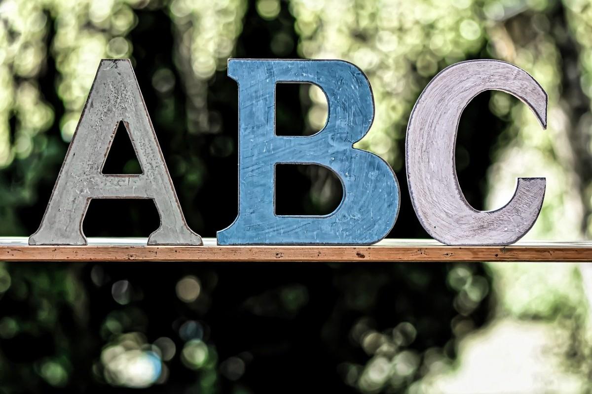 Kojim slovima počinje Abeceda?
