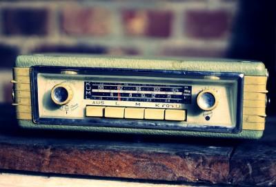 Stari auto radio aparat