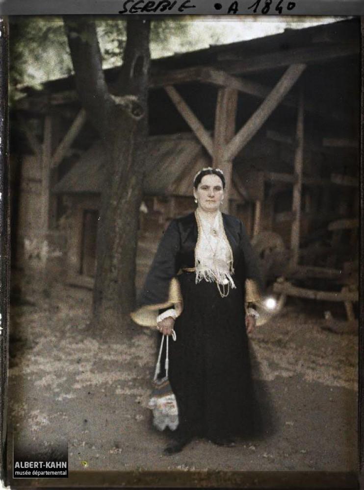 Beograd 1913. godine : Žena u srpskoj gradskoj nošnji