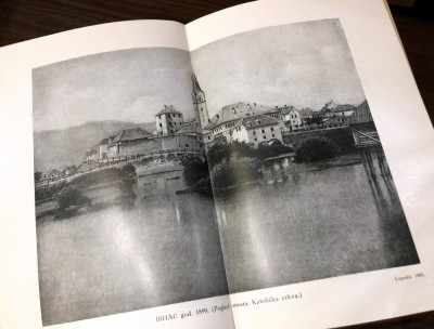 Bihać 1890. god. Pogled sa mosta i katolička crkva