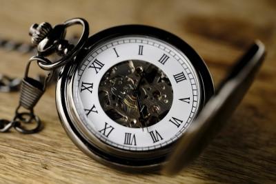 Stari džepni sat. Uspomena na dedu