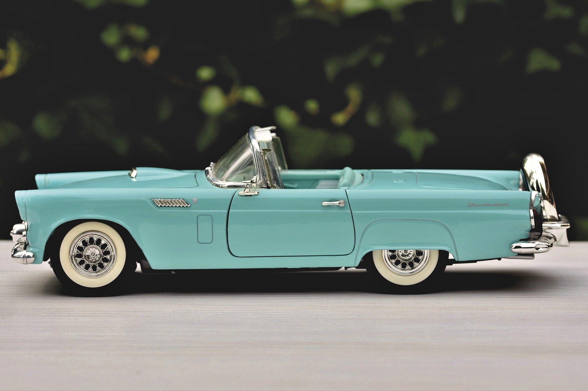 Ford Tanderbird proizvodio se od 1955. kao sportski dvosed