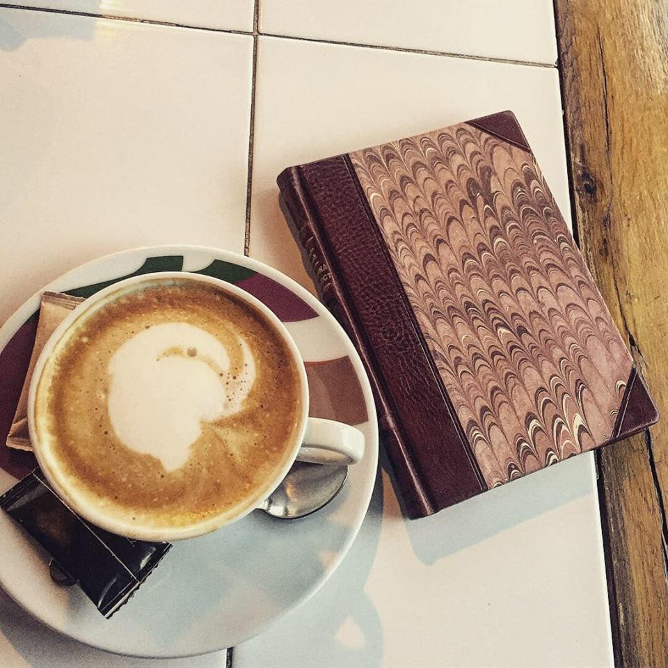 Jutarnja kafa i dobra knjiga