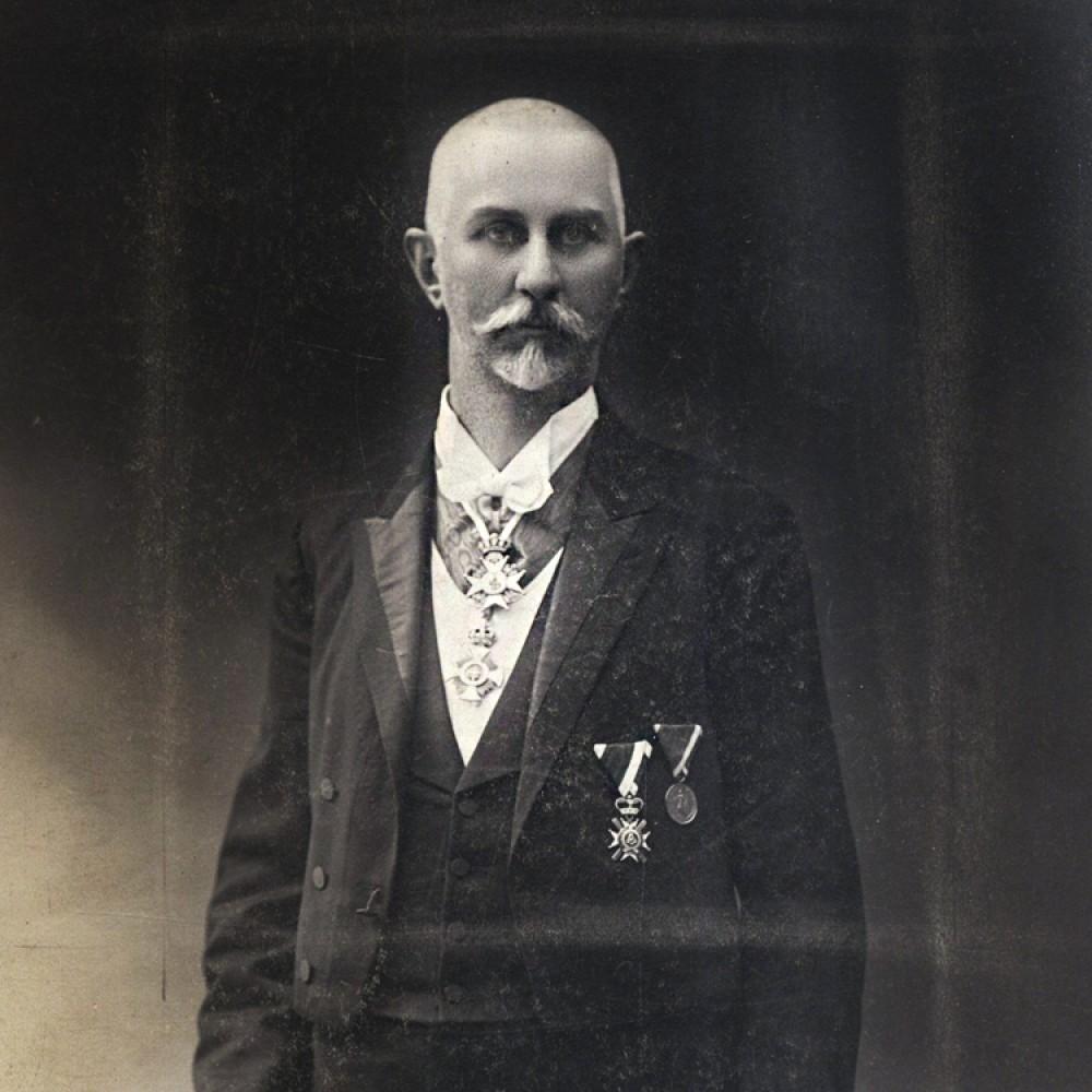 Kosta D. Glavinić (Beograd 1858-1939), profesor Velike škole, dekan i rektor. Inženjer, predsednik beogradske opštine i osnivač mnogih društava