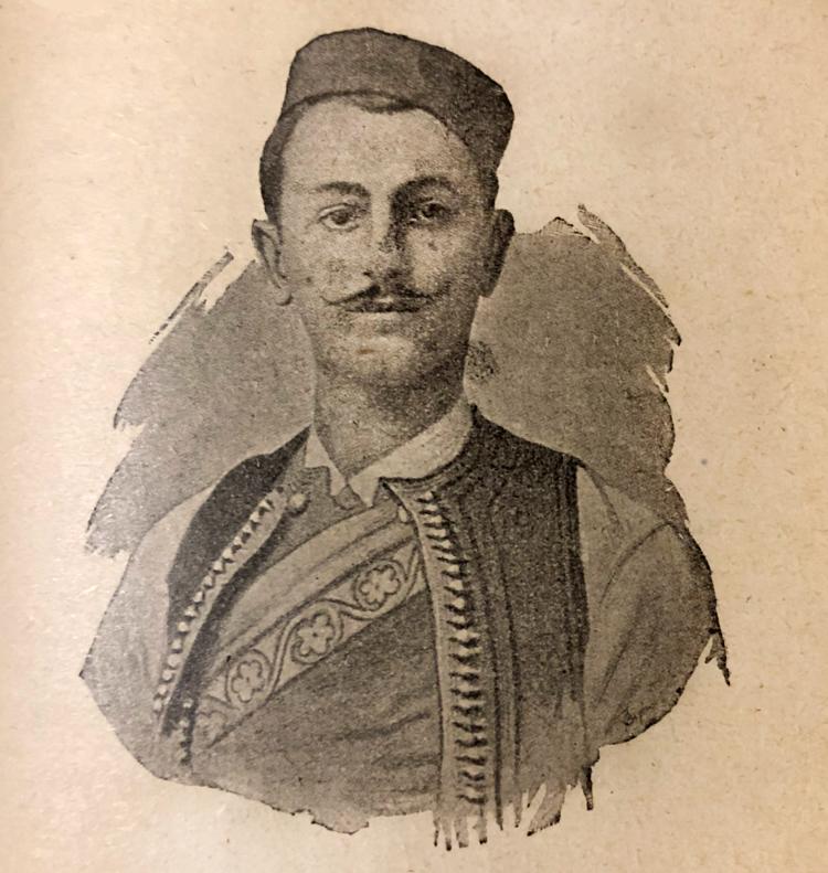 Mladi Aleksa Šantić u narodnoj nošnji