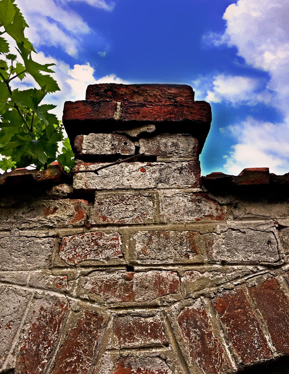Stari zid od crvene cigle na Neimaru, Vracar (HQ)