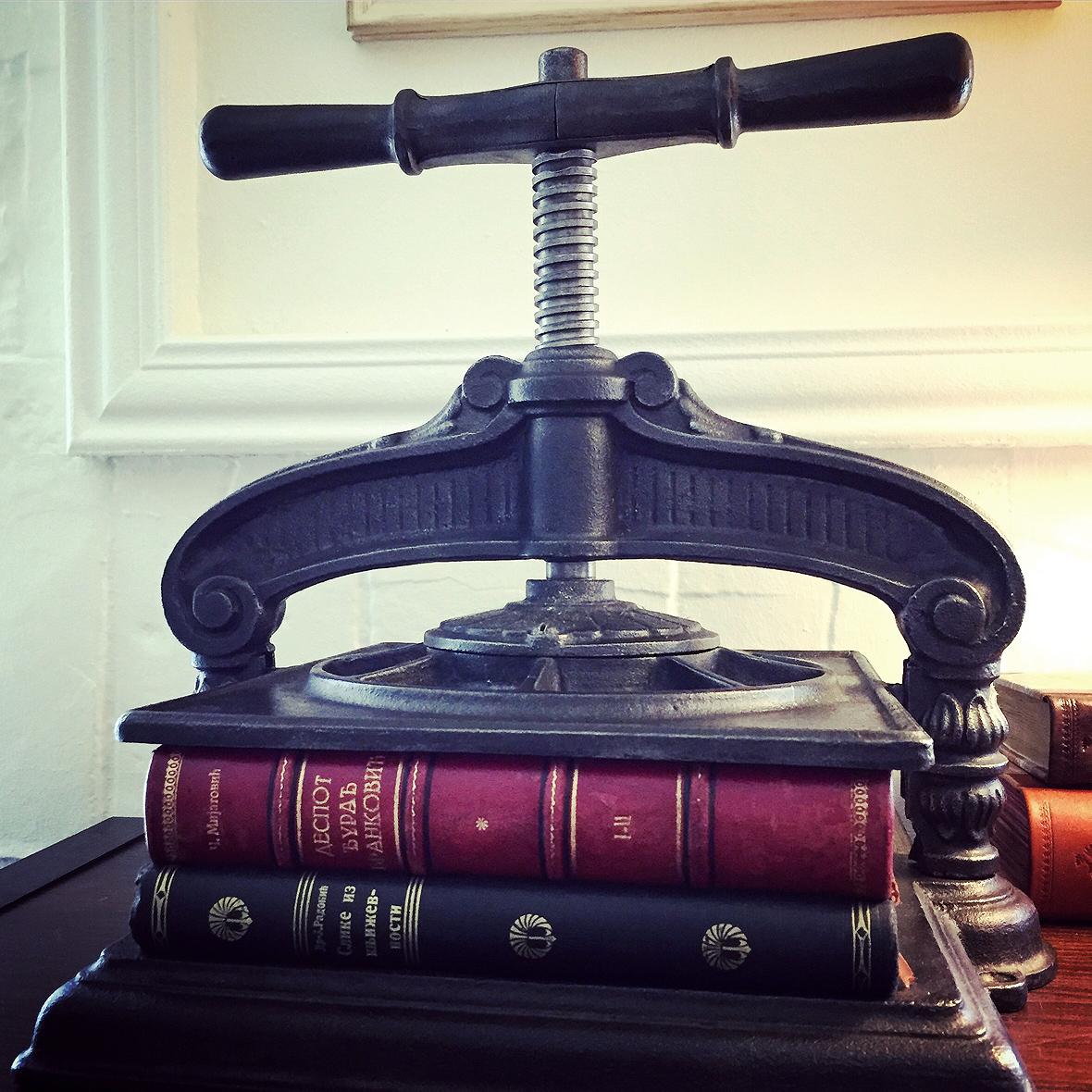 Stega za knjige. Knjigovezacki alat (1)